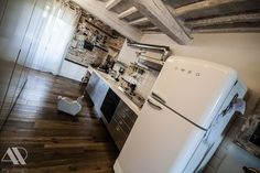 A cream FAB50 fridge fro this house refurbishment in Italy Per questa ristrutturazione è stato scelto il frigorifero panna FAB50 @Angelini&Partners  @archiproducts #archilovers #smeg50style