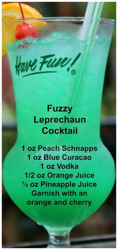 Fuzzy Leprechaun Cocktail - An easy green cocktail that tastes delicious! - Fuzzy Leprechaun Cocktail – An easy green cocktail that tastes delicious! This Fuzzy leprechaun - Liquor Drinks, Cocktail Drinks, Cocktail Recipes, Good Bar Drinks, Good Mixed Drinks, Dinner Recipes, Dinner Ideas, Limoncello Cocktails, Holiday Drinks
