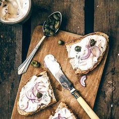 Rezept von Yelda Yilmaz & Swantje Havermann: Liptauer Sarah Wiener, Dairy, Cheese, Fit, New Recipes, Sandwich Spread, Essen, Shape