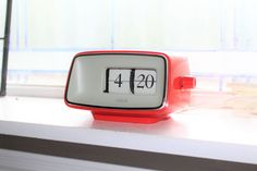 Flip Clock, Digital Alarm Clock, Modern Furniture, Cool Stuff, Retro, Radios, Clocks, Masters, 1970s