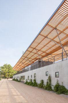 Stadium with tribunes Stadium Architecture, Canopy Architecture, Residential Architecture, Architecture Details, Roof Design, Ceiling Design, Saint Maximin, Architectural Design Studio, Arch Building