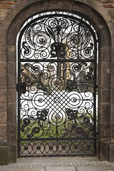 Ornate iron gate beautiful for a courtyard entry Metal Gates, Wrought Iron Doors, Art Du Monde, Sculpture Metal, Door Entryway, Door Gate, Unique Doors, Iron Art, Entrance Gates
