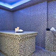 Top 15 des meilleurs spas parisiens - L'Express Styles Le Bristol, Styles, Spas, Outdoor Furniture, Outdoor Decor, Ottoman, Vanity, Home Decor, Parisians