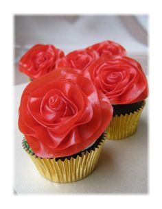 The roses on these cupcakes are made from fruit roll ups! How cute for Valentine's day!