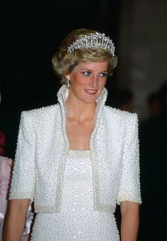 Princess Diana in Hong Kong, wears an outfit described as the 'Elvis dress' designed by Catherine Walker Get premium, high resolution news photos at Getty Images Princess Diana Fashion, Princess Diana Pictures, Princess Diana Family, Princess Of Wales, Lady Diana Spencer, Spencer Family, Principe William Y Kate, Estilo Kate Middleton, Pippa Middleton