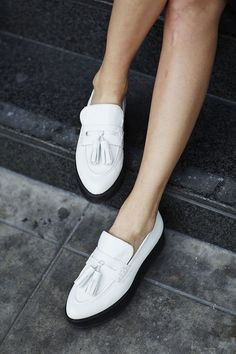 58 Footwear Street Style Shoes To Update You Wardrobe Today Sock Shoes, Shoe Boots, Women's Shoes, Shoes Sneakers, Look Fashion, Fashion Shoes, Chic Minimalista, Looks Style, My Style