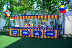 Madagascar Food Machines Canopy by Fantasy Party.