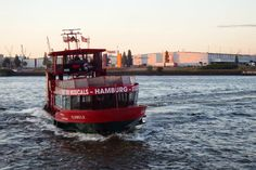 Hast Du gewußt, das ein normales HVV-Ticket (das für Bus und U-Bahn) auch im Hafen auf den Elbfähren gültig ist? Anstatt eine Hafenrundfahrt zu buchen kann man genauso gut mit der Elbfähre – das sind die, die so aussehen wie... Read More