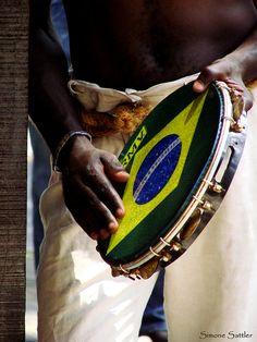 Meu Brasil Quero Escutar... by Simone Sattler, via Flickr