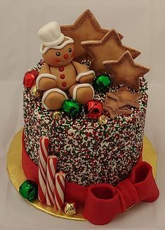 Here we have an amazing collection of latest Christmas cake design ideas. Learn how to make Christmas cakes for kids and family and to get some great ideas for your Christmas cake design. We hope you enjoy these designs as much as we do! Christmas Themed Cake, Christmas Cake Designs, Christmas Cake Decorations, Christmas Cupcakes, Christmas Sweets, Christmas Cooking, Holiday Cakes, Christmas Goodies, Christmas 2019