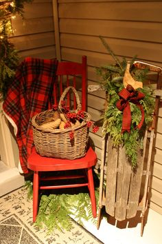 Christmas front porch decorations using what you have, love this look!!