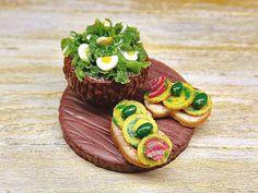 Miniatura tagliere bambole crostini con frittatina di PiccoliSpazi