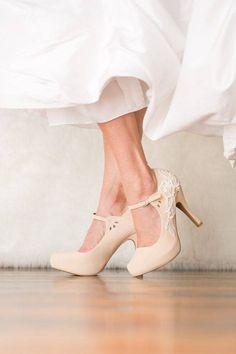 Modelos de sapatos de noiva na cor nude no Casar.com, onde você encontra Inspirações e Dicas para seu Casamento feito por quem mais entende do assunto
