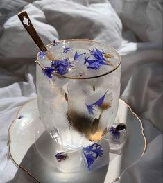 Aesthetic Food, Aesthetic Vintage, Des Fleurs Pour Algernon, Cafe Food, Macaron, Cravings, Herbalism, Food Truck, Food And Drink