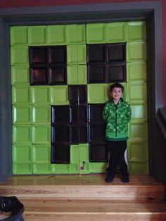 Minecraft birthday party. LOVE this wall!! Might be nice for entrance or side wall.