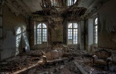 the-most-incredible-photos-in-abandoned-places-19