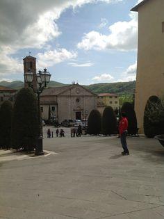 Scendendo verso la Chiesa di San Francesco. Siena, Toscana
