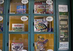 Board Game Vending Machine - Bizarre Things You Can Buy From Vending Machines Around The Globe Weird Japan, Vending Machines In Japan, Gumball Machine, Weird World, Slot Machine, Fun Games, Arcade Games, Board Games, Globe