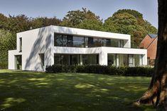 Modern country villa with large glass windows Garden Architecture, Architecture Design, Arch Building, Modern Villa Design, Concrete Houses, Dream House Exterior, Brutalist, Future House, Bungalow