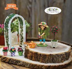 "Studio M Merriment Mary Engelbreit Fairy Garden – Mini Gated Arbor w/ Vine ME119. Size: 6″ Tall x 3½"""