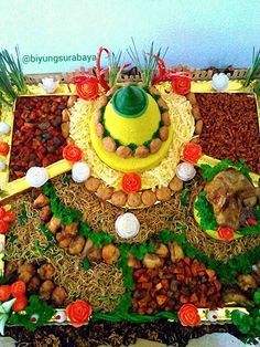 The Best >> Delicious Tumpeng Rice for Special Days Rice cone is interesting for everyone because of its bright yellow color . Nasi Liwet, Boiled Vegetables, Potato Fritters, Food Carving, Indonesian Cuisine, Food Garnishes, Toddler Snacks, Food Decoration, My Best Recipe
