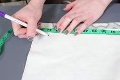 Projects to Try How to Make a Roman Shade - Attach the board Warmboard Versa Staple Up Many people a Fabric Glue, Lining Fabric, Blind Hem Stitch, Roman Shade Tutorial, Custom Roman Shades, Invisible Stitch, Stitch Witchery, Thing 1, Straight Stitch