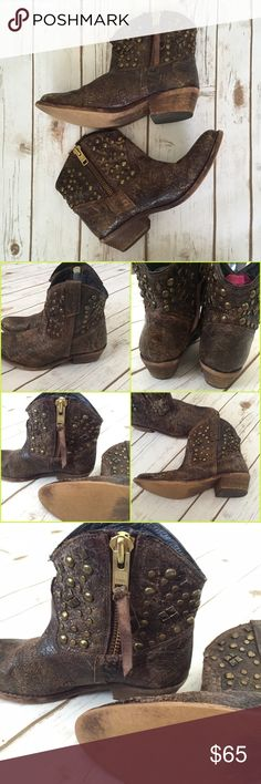 """💐 1 day sale Steve Madden Bradshaw studded boots Price is firm. I love these but I have only had the chance to wear them twice so I need to pass them along. These are size 7.5 and are in very good preowned condition. Brown distressed genuine leather Steve Madden """"Bradshaw"""" zip western studded boots. I did have a footbed in these that I wound up cutting out because it didn't fit me well so the inner brand logo came off with the footbed removal. This doesn't affect the boots at all however…"""