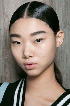 Top Brow Trends for Fall 2017 - Von Freudenberg Enterprises Runway Hair, Models Makeup, Big Hair, Makeup Inspo, Beauty Trends, Brows, Beautiful People, Makeup Looks, Cool Hairstyles