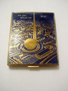 New York World Fair 1939 Trylon Perisphere Makeup Compact