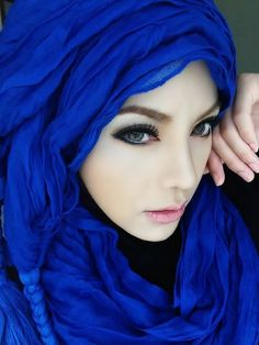 Pretty girl w/ Blue Hijab Beautiful Muslim Women, Beautiful Hijab, Beautiful Eyes, Beautiful People, Islamic Fashion, Muslim Fashion, Hijab Fashion, Fashion Muslimah, Niqab