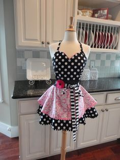"""Pretty in Pink Damask  ~ """"Sadie Style"""" Women's Apron ~ 4RetroSisters by 4RetroSisters on Etsy https://www.etsy.com/listing/186643624/pretty-in-pink-damask-sadie-style-womens"""