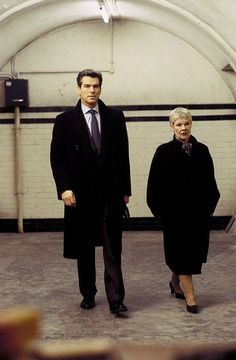 James Bond (Pierce Brosnan) and M (Judi Dench) at a secret meeting to discuss their newest dilemma in Die Another Day (2002)