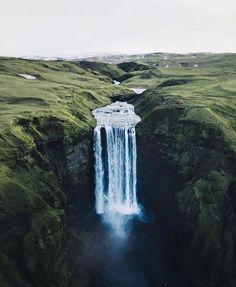 """7,535 curtidas, 59 comentários - Amazing Travel (@tourtheplanet) no Instagram: """"Iceland waterfalls 🇮🇸 Photo by @the_kafka #TourThePlanet 🌎🌍🌏"""""""