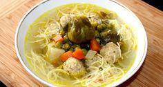 Húsgombócos zöldségleves recept: Ez a húsgombócos zöldségleves egy nagyon finom, laktató leves. Akár önállóan is megállja a helyét egy ebéd alkalmával, nem szükséges második fogásnak követnie. Aki szereti a tartalmas leveseket, annak jó szívvel ajánlom. :) Próbáld ki Te is ezt a receptet! ;) Japchae, Ramen, Spaghetti, Ethnic Recipes, Soups, Turmeric, Red Peppers, Soup, Noodle