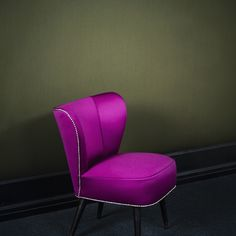 APLOMB by Dedar - A wool satin made of ultra-fine and densely woven Australian merino wool. It withstands abrasion and has an excellent resistance to pilling, that makes seating applications possible.