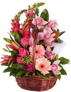 baskets for floral arrangements - Bing Images Valentine Flower Arrangements, Basket Flower Arrangements, Creative Flower Arrangements, Valentines Flowers, Beautiful Flower Arrangements, Silk Flowers, Floral Arrangements, Beautiful Flowers, Share Pictures