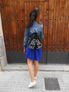 http://unachicasual.blogspot.com.es/2014/11/hello-november.html casual, sport, dress, vestido, azul, blue, klein, chaqueta, jacket, denim, deportivas, sneakers, white, blanco, mochila, backpack, girl, ootd, outfit, mood, look, style, streetstyle, moda, fashion, trend, inspiration