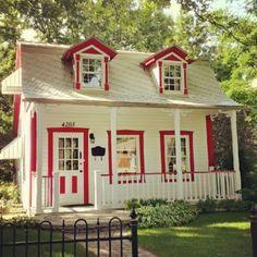 Tiny Cottage that Exudes Simplicity