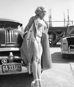 JEROGAL @JEROGAL1 ¨¨¨¨¨¨¨¨¨¨¨¨¨¨¨¨¨¨¨¨¨ BACK TO 1951 ¨¨¨¨¨¨¨¨¨¨¨¨¨¨¨ Marilyn Monroe ( Anthony Beauchamp ) pic.twitter.com/ZfqC8M85i0