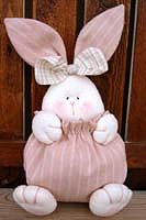 Bunny - Has a pattern. Bunny Crafts, Felt Crafts, Easter Crafts, Crafts To Make, Crafts For Kids, Spring Crafts, Holiday Crafts, Diy Ostern, Sewing Toys