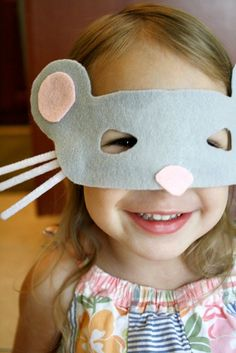 Make this easy mouse mask for kids to use for pretend play and story retelling activities