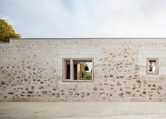 In the Spanish city of Girona, HARQUITECTES have cleverly remodelled an urban block by reframing its original stone wall as part of the new house.