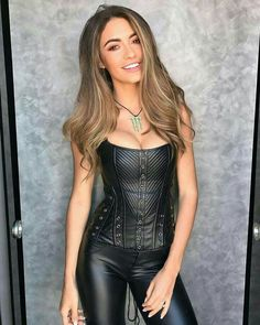 Alternative Mode, Alternative Fashion, Leather Corset, Leather Pants, Leather Skirts, Black Leather, Shiny Leggings, Leggings Are Not Pants, Sexy Outfits