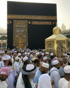 Mecca Kaaba, Quran Surah, Cool Photos, Interesting Photos, Life Is A Journey, Madina, Holy Land, Mosque, Allah