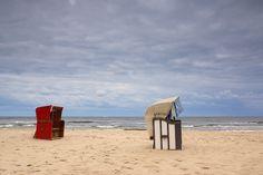 Op de stranden langs de oostzee staan duizenden van deze strandkorven