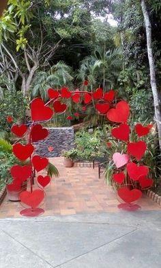 Easiest ways to make heart decoration ideas on val - San Valentino Idee Diy Valentine's Day Decorations, Valentines Day Decorations, Valentines Day Party, Valentine Day Crafts, Wedding Decorations, Wedding Entrance, Boyfriend Crafts, Cute Diys, Valentine's Day Diy