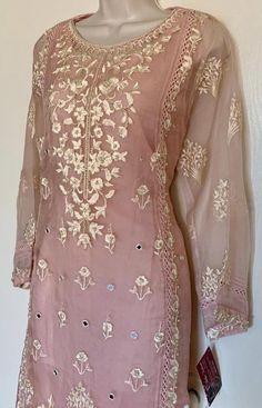 Mirror Work Lehenga, Velvet Suit, Pakistani Salwar Kameez, Indian Suits, Embroidery Fashion, Manish, Casual Party, Green Velvet, Kurtis