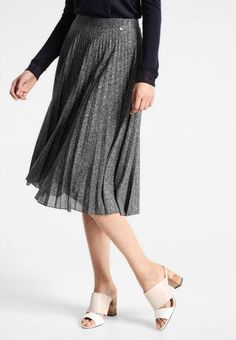 """Rich & Royal. Pleated skirt - silver. Fit:regular. Outer fabric material:46% polyester, 26% metal, 24% poly amide, 4% spandex. Our model's height:Our model is 71.0 """" tall and is wearing size S. Pattern:marl. Care instructions:do not tu..."""