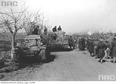 """PzKpfw II Aufs. C , haubica 150 mm Sturmpanzer IV """"Brummbar"""", włoskim front 1944."""