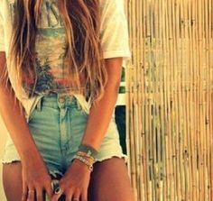 high wasted shorts and your favourite tee. summer come quickly.